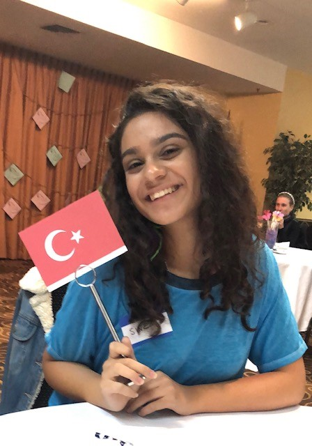 Sinem+showing+off+the+Turkish+flag.