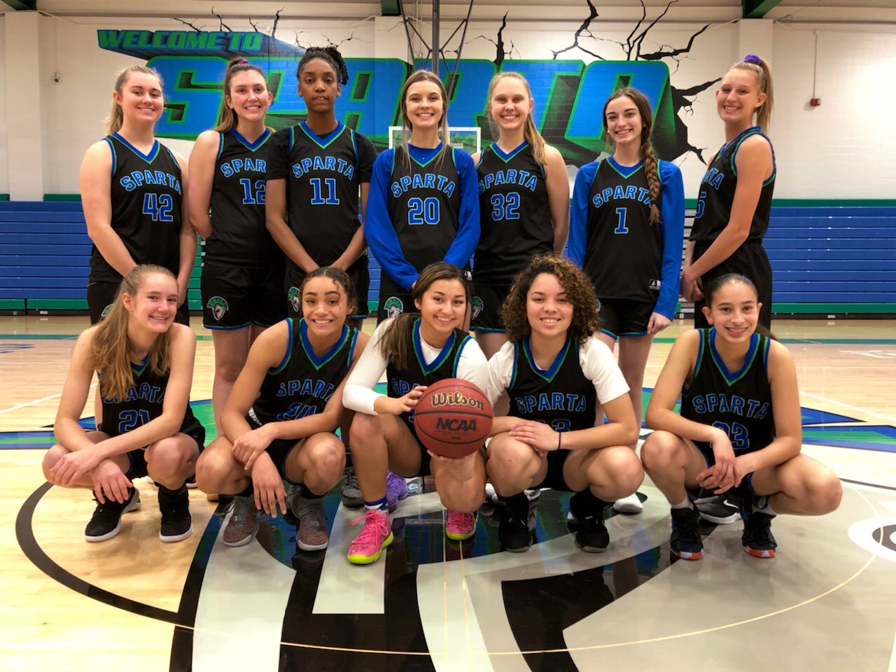 Girls Varsity Basketball poses for a photo