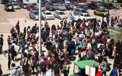Students crowd around the front doors during lunch the first week. Many businesses had long lines, forcing students to rush to get back to make sure they were not late to their fifth hour class.
