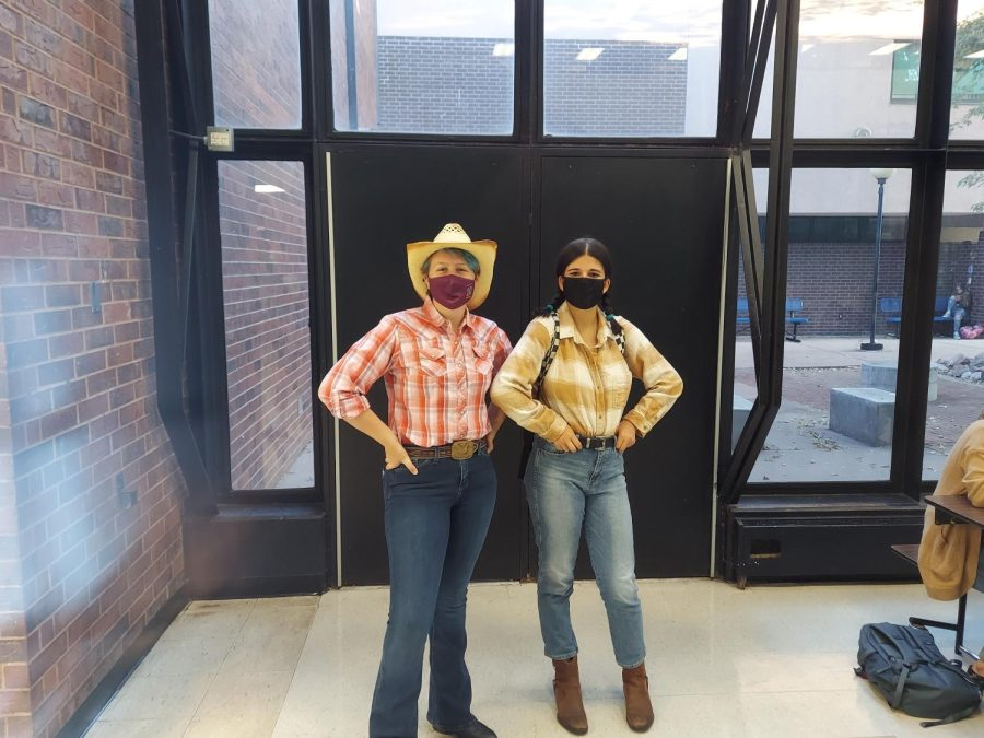 Its Wild Wild West at Dorthery Highschool And Students Are dressing up